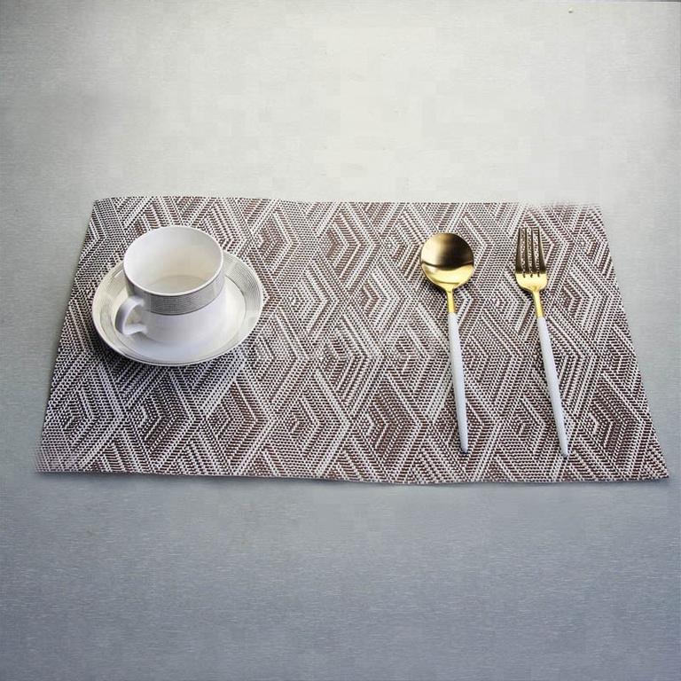 Tấm lót bàn ăn sang trọng, sạch sẽ