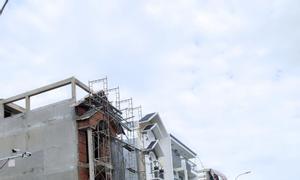 Bán đất ngộp nợ 130m2, SHR, đường nhựa trước nhà 16m