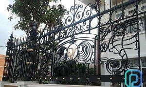 Làm hàng rào sắt mỹ nghệ bền đẹp cho biệt thự